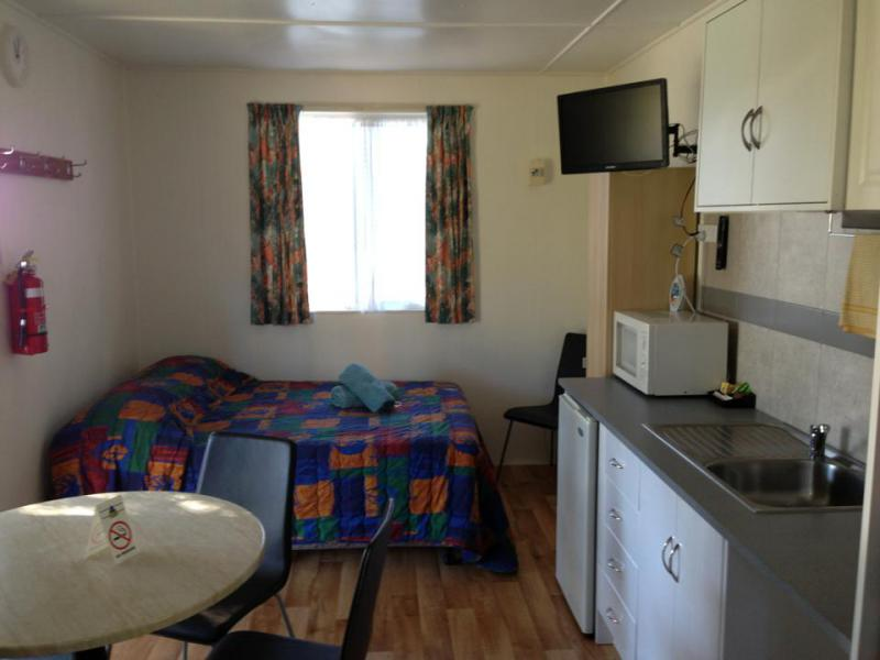 Meningie Cabin Accommodation Swan 4
