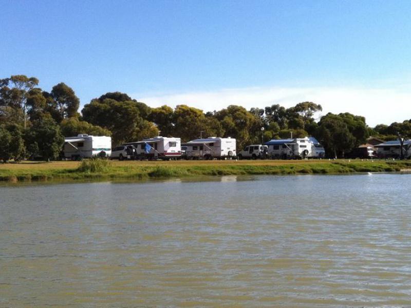 Lakefront camping in Meningie