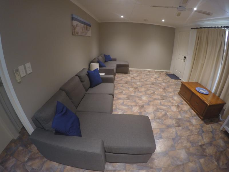 Meningie Accommodation lounge room