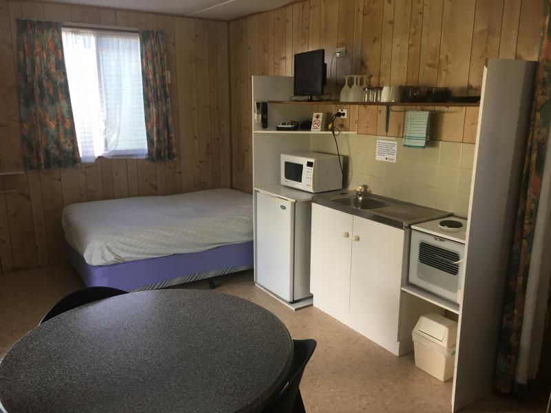 Meningie Budget Accommodation - Main Bed / Kitchen