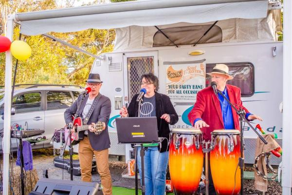 Meningie Festivals Groove Brothers & Soul Sister. Lakeside Gourmet at the Park